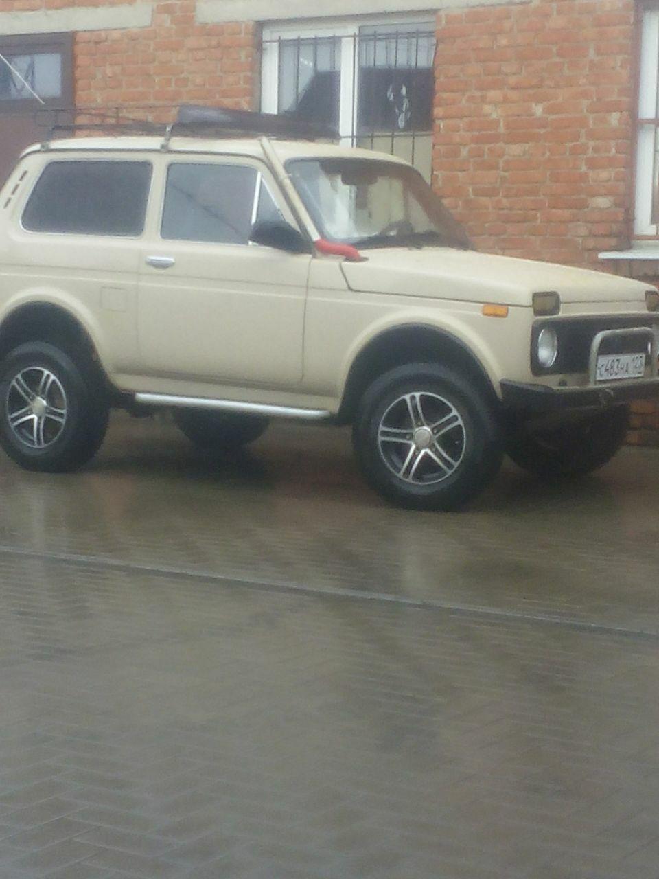 Подержанный ВАЗ (Lada) 4x4, хорошее состояние, бежевый металлик, 1984 года выпуска, цена 90 000 руб. в Челябинской области