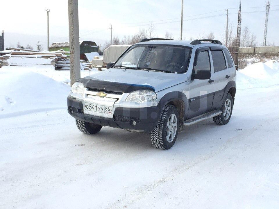 Подержанный Chevrolet Niva, отличное состояние, серебряный металлик, 2011 года выпуска, цена 400 000 руб. в ао. Ханты-Мансийском Автономном округе - Югре