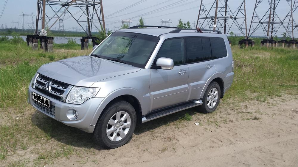 Подержанный Mitsubishi Pajero, хорошее состояние, серебряный металлик, 2011 года выпуска, цена 1 350 000 руб. в ао. Ханты-Мансийском Автономном округе - Югре