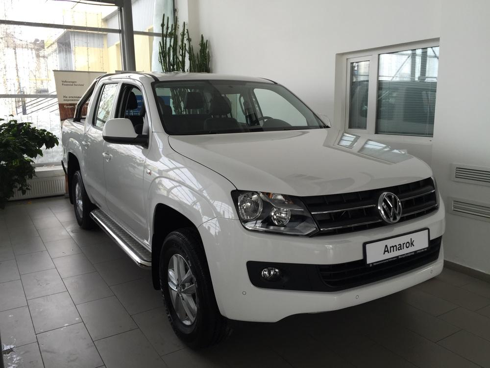 Подержанный Volkswagen Amarok, отличное состояние, белый , 2015 года выпуска, цена 1 960 000 руб. в ао. Ханты-Мансийском Автономном округе - Югре