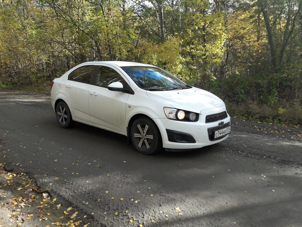 Подержанный Chevrolet Aveo, отличное состояние, белый , 2012 года выпуска, цена 395 000 руб. в Челябинской области