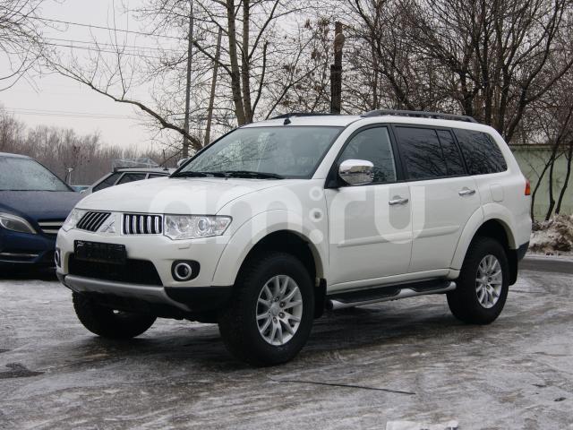 Подержанный Mitsubishi Pajero Sport, хорошее состояние, белый перламутр, 2012 года выпуска, цена 1 150 000 руб. в Челябинской области