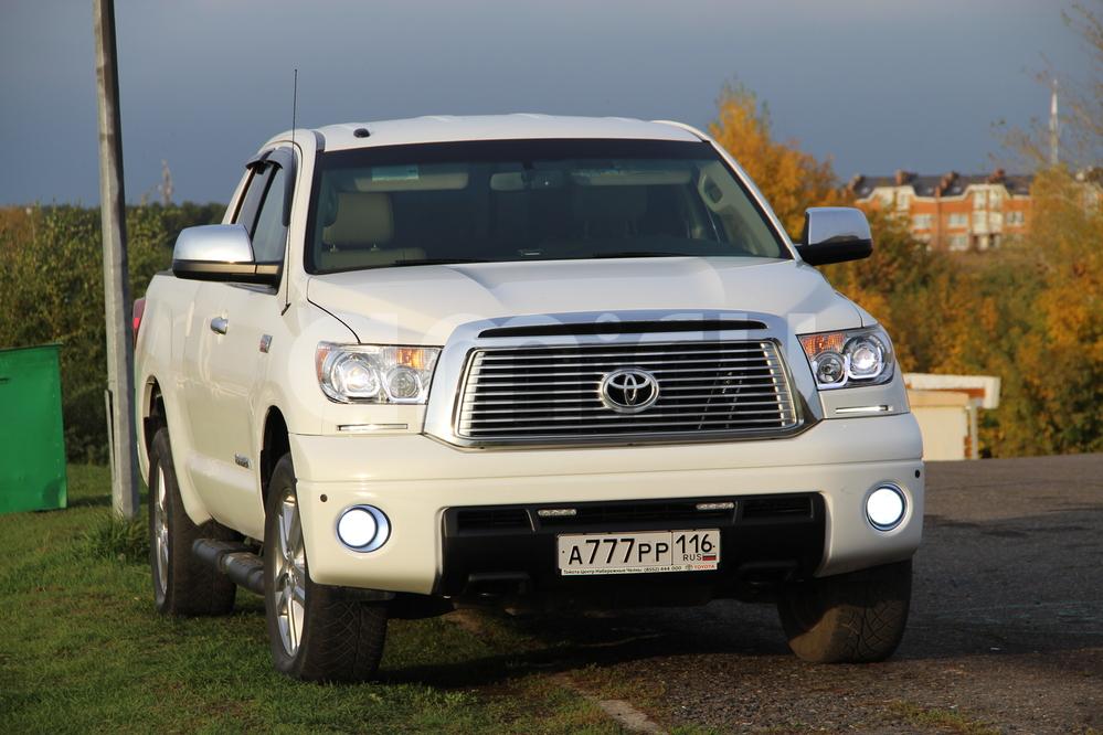 Подержанный Toyota Tundra, отличное состояние, белый , 2011 года выпуска, цена 1 990 000 руб. в республике Татарстане