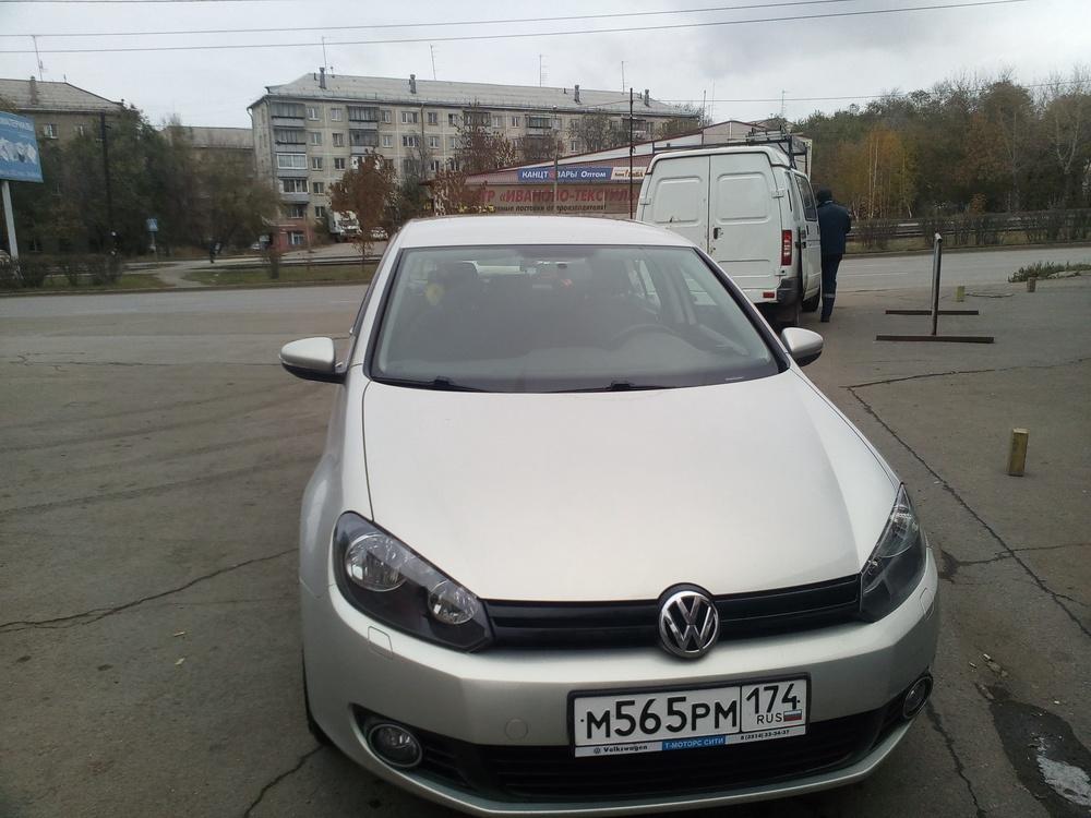 Подержанный Volkswagen Golf, отличное состояние, бежевый металлик, 2012 года выпуска, цена 580 000 руб. в Челябинской области