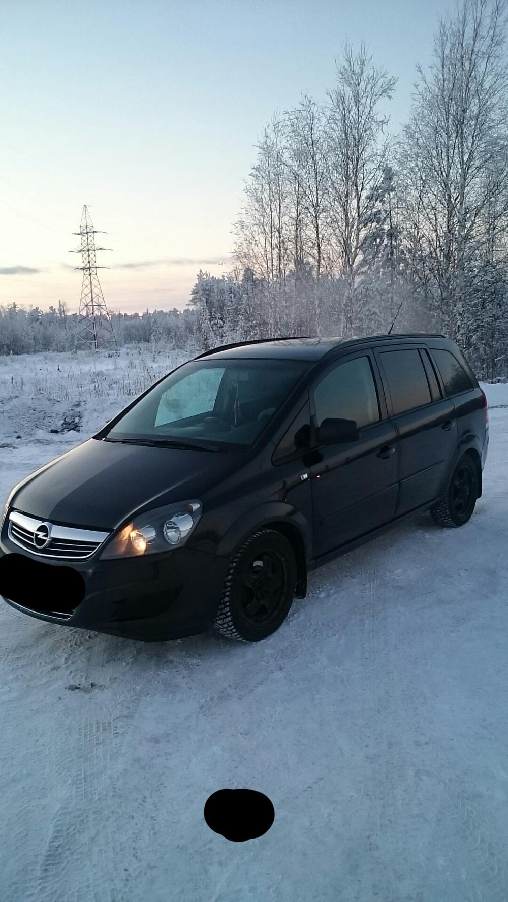 Подержанный Opel Zafira, хорошее состояние, черный , 2011 года выпуска, цена 570 000 руб. в ао. Ханты-Мансийском Автономном округе - Югре