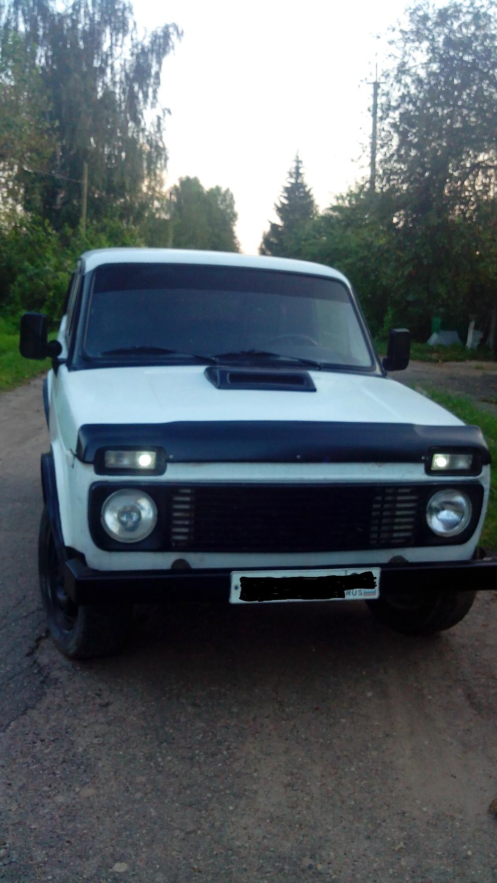 Подержанный ВАЗ (Lada) 4x4, хорошее состояние, белый , 1997 года выпуска, цена 81 000 руб. в Смоленской области