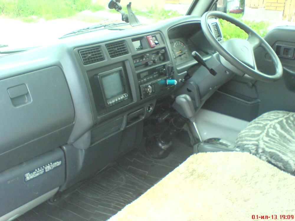Подержанный Toyota Dyna, хорошее состояние, белый , 2000 года выпуска, цена 260 000 руб. в Челябинской области