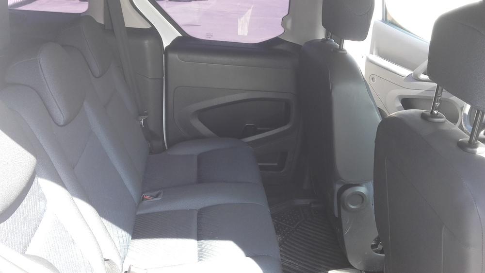 Подержанный Peugeot Partner, хорошее состояние, белый , 2011 года выпуска, цена 399 000 руб. в ао. Ханты-Мансийском Автономном округе - Югре
