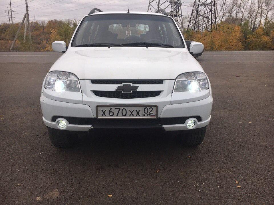 Подержанный Chevrolet Niva, отличное состояние, белый , 2011 года выпуска, цена 345 000 руб. в Челябинской области