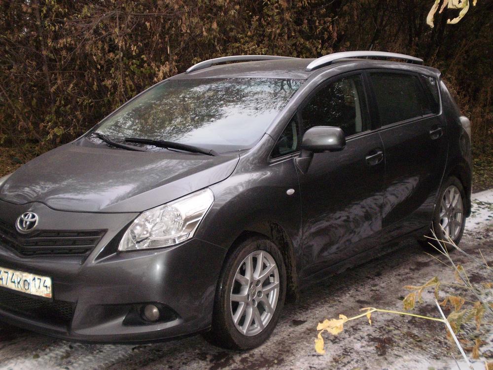 Подержанный Toyota Verso, отличное состояние, серый металлик, 2009 года выпуска, цена 647 777 руб. в Челябинской области