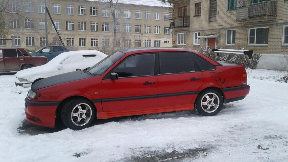 Подержанный Volkswagen Passat, хорошее состояние, красный , 1994 года выпуска, цена 110 000 руб. в Челябинской области