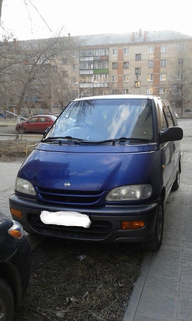 Подержанный Nissan Serena, хорошее состояние, синий , 1998 года выпуска, цена 180 000 руб. в Челябинской области