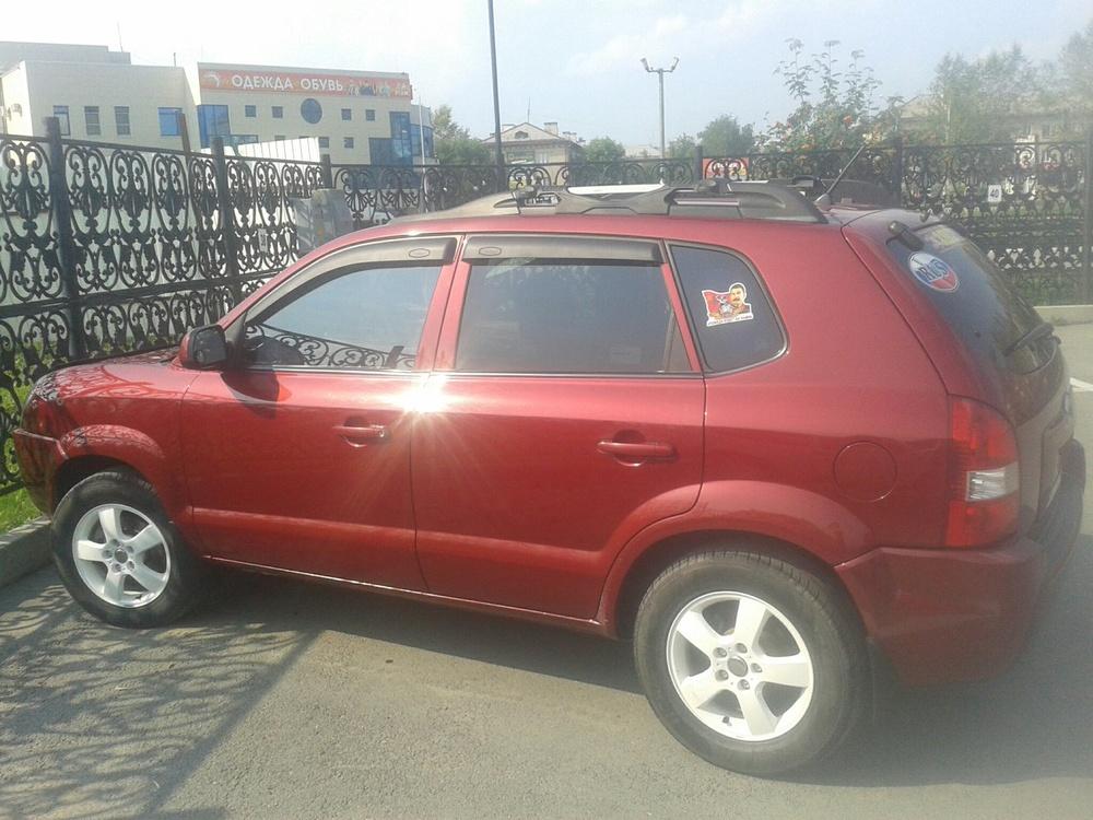 Подержанный Hyundai Tucson, хорошее состояние, бордовый металлик, 2005 года выпуска, цена 400 000 руб. в Челябинской области