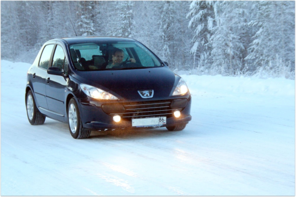Подержанный Peugeot 307, хорошее состояние, синий металлик, 2006 года выпуска, цена 300 000 руб. в ао. Ханты-Мансийском Автономном округе - Югре