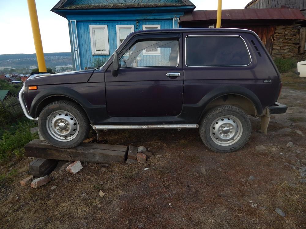 Подержанный ВАЗ (Lada) 4x4, хорошее состояние, вишневый матовый, 2002 года выпуска, цена 110 000 руб. в Челябинской области