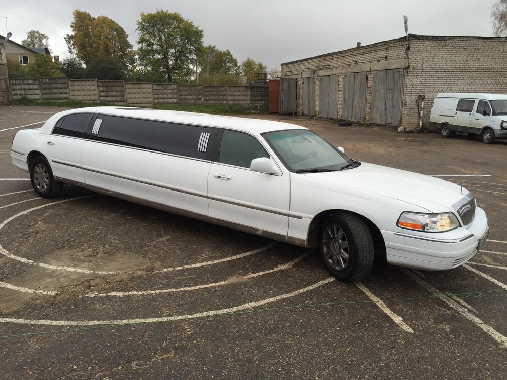 Подержанный Lincoln Town Car, отличное состояние, белый , 2003 года выпуска, цена 399 000 руб. в Смоленской области