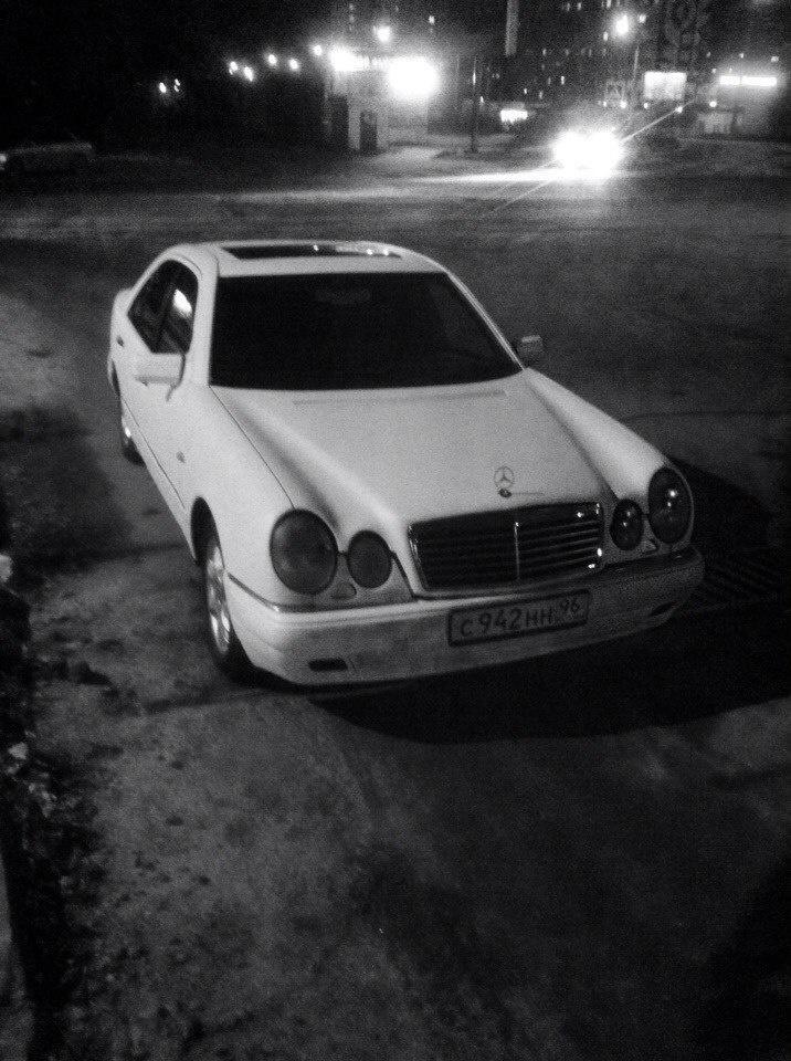 Подержанный Mercedes-Benz E-Класс, отличное состояние, белый матовый, 1996 года выпуска, цена 210 000 руб. в Челябинской области