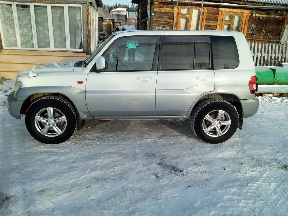 Подержанный Mitsubishi Pajero iO, хорошее состояние, белый , 2000 года выпуска, цена 270 000 руб. в ао. Ханты-Мансийском Автономном округе - Югре