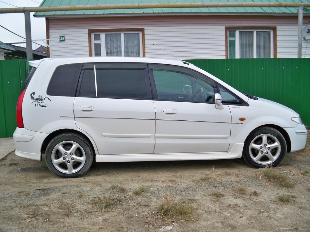 Подержанный Mazda Premacy, хорошее состояние, белый , 2001 года выпуска, цена 200 000 руб. в ао. Ханты-Мансийском Автономном округе - Югре