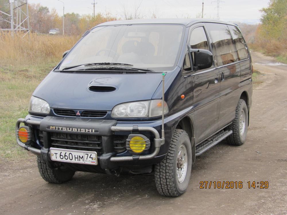 Подержанный Mitsubishi Delica, отличное состояние, мокрый асфальт металлик, 1995 года выпуска, цена 450 000 руб. в Челябинской области