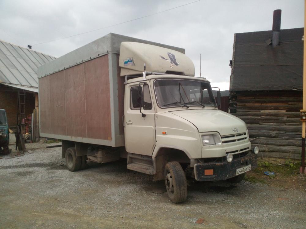Подержанный ЗИЛ 5301, хорошее состояние, белый , 2003 года выпуска, цена 300 000 руб. в Челябинской области
