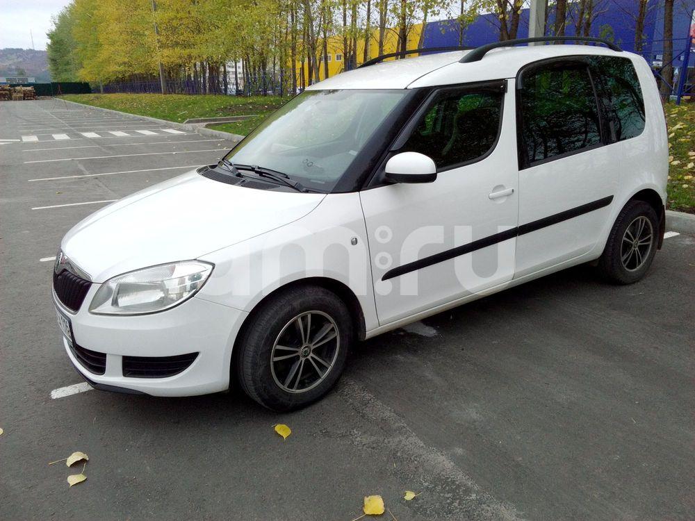 Подержанный Skoda Roomster, хорошее состояние, белый , 2012 года выпуска, цена 460 000 руб. в республике Татарстане