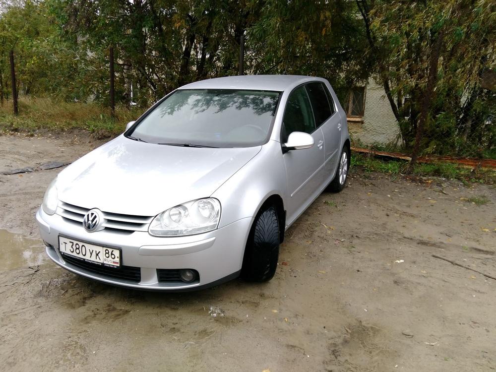 Подержанный Volkswagen Golf, отличное состояние, серебряный металлик, 2005 года выпуска, цена 330 000 руб. в ао. Ханты-Мансийском Автономном округе - Югре