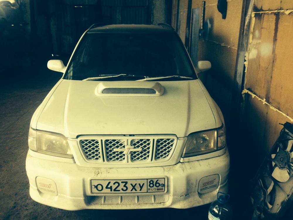 Подержанный Subaru Forester, отличное состояние, белый акрил, 2001 года выпуска, цена 350 000 руб. в ао. Ханты-Мансийском Автономном округе - Югре