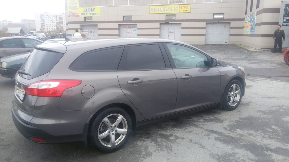 Подержанный Ford Focus, отличное состояние, коричневый металлик, 2013 года выпуска, цена 600 000 руб. в Челябинской области