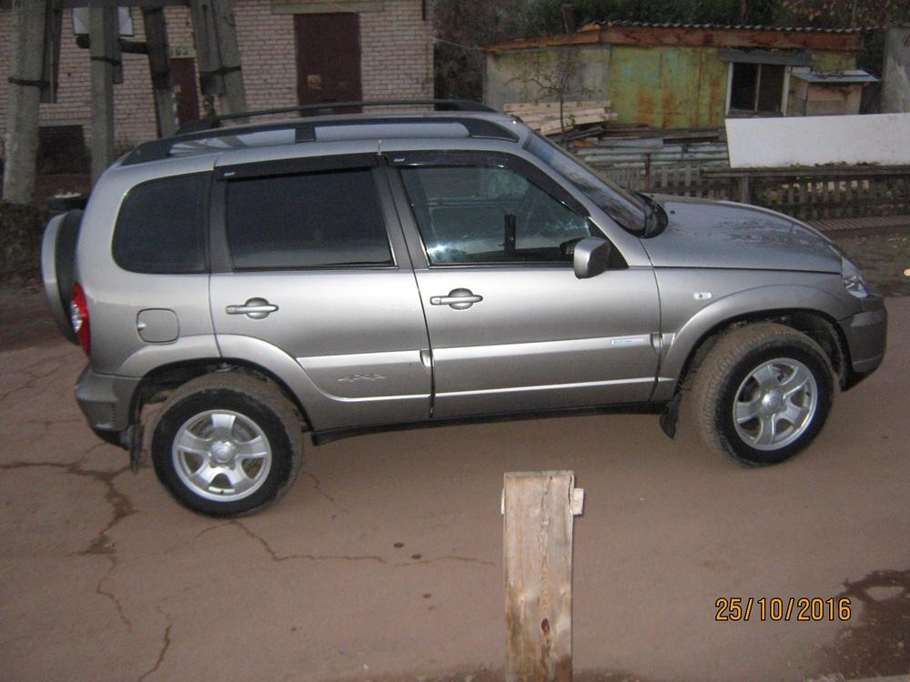 Подержанный Chevrolet Niva, отличное состояние, сафари , 2011 года выпуска, цена 390 000 руб. в Челябинской области