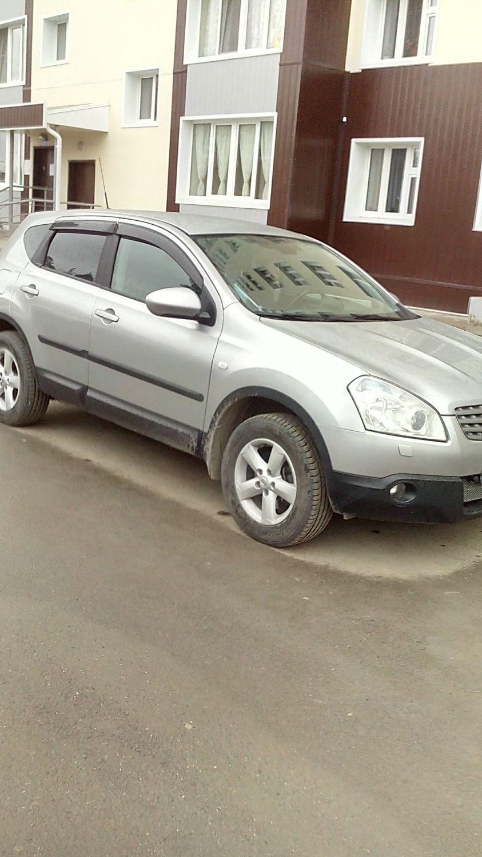 Подержанный Nissan Qashqai, хорошее состояние, серебряный металлик, 2010 года выпуска, цена 580 000 руб. в ао. Ханты-Мансийском Автономном округе - Югре