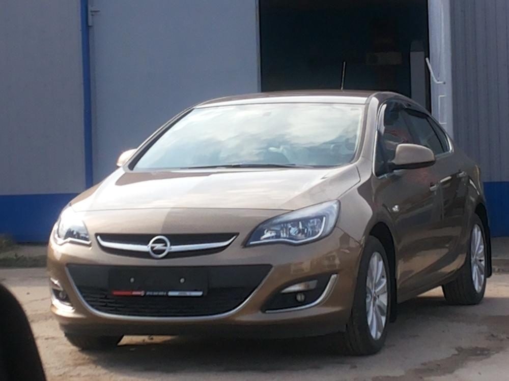 Подержанный Opel Astra, отличное состояние, бронзовый металлик, 2013 года выпуска, цена 700 000 руб. в ао. Ханты-Мансийском Автономном округе - Югре