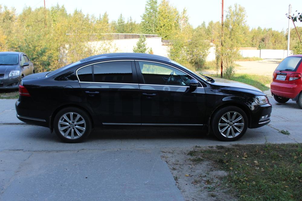 Подержанный Volkswagen Passat, хорошее состояние, черный перламутр, 2012 года выпуска, цена 800 000 руб. в ао. Ханты-Мансийском Автономном округе - Югре