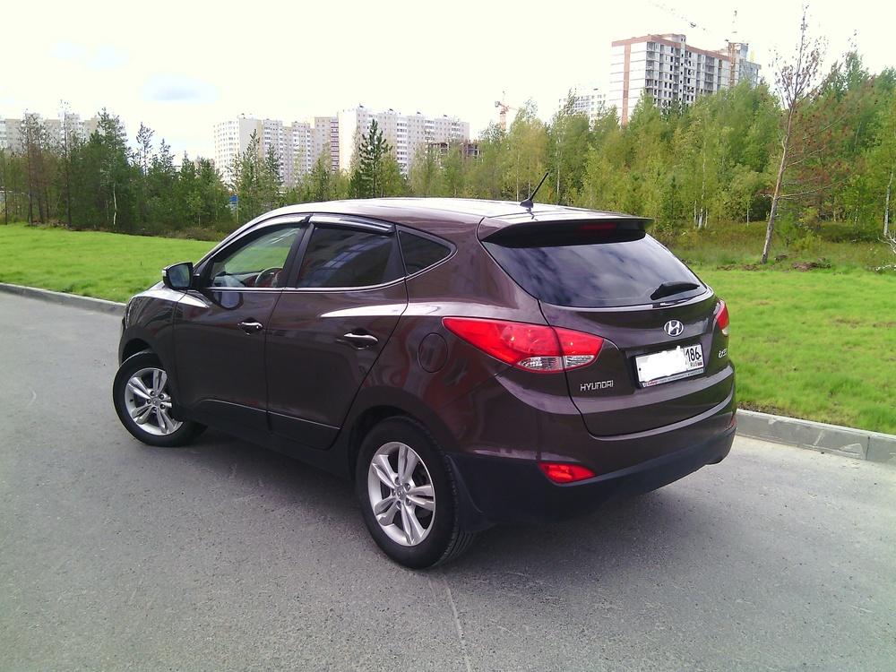 Подержанный Hyundai ix35, отличное состояние, коричневый металлик, 2013 года выпуска, цена 1 011 000 руб. в ао. Ханты-Мансийском Автономном округе - Югре