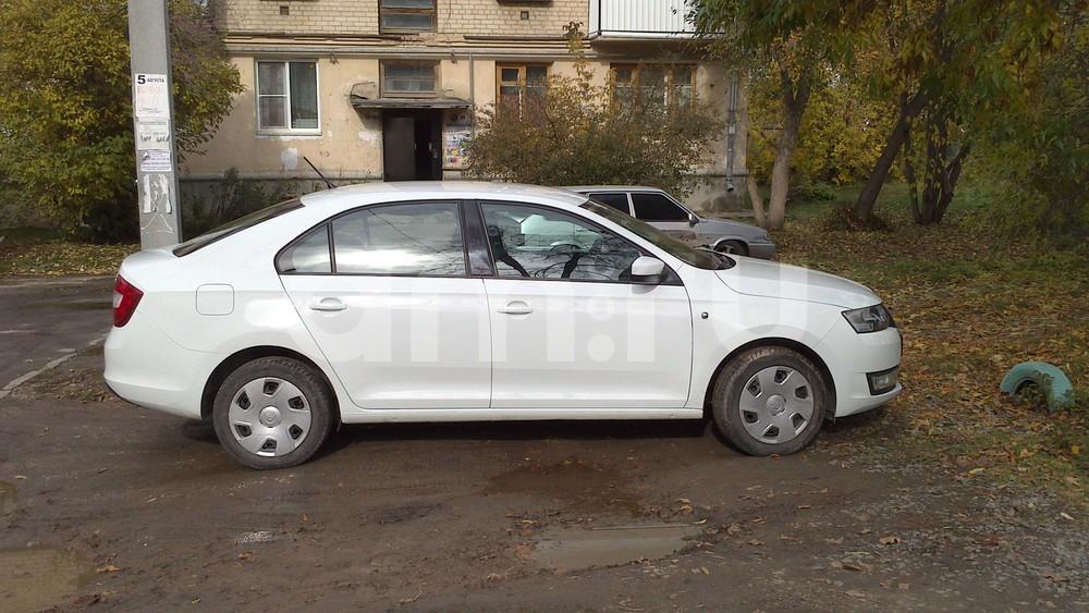 Подержанный Skoda Rapid, отличное состояние, белый , 2014 года выпуска, цена 690 000 руб. в Челябинской области