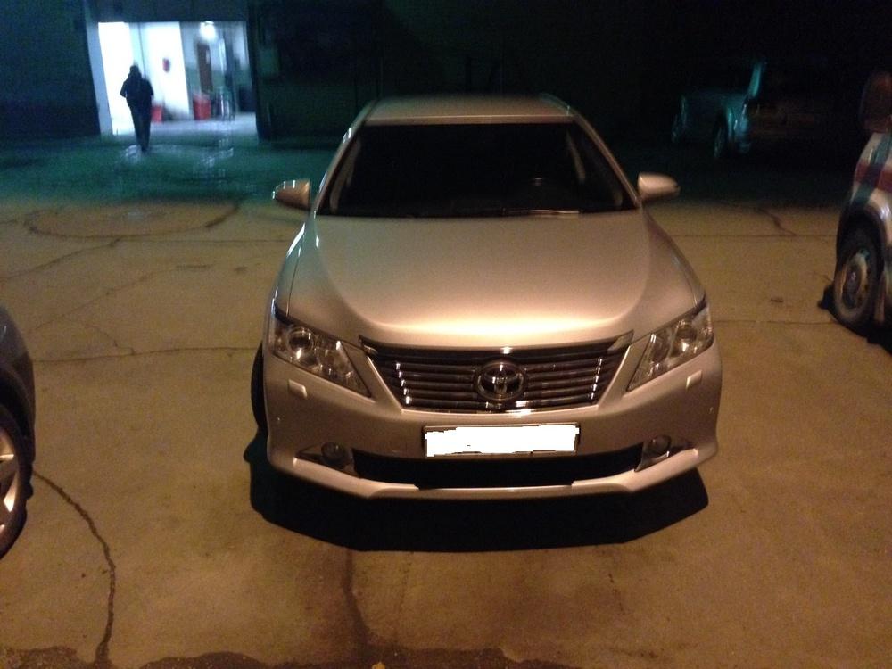 Подержанный Toyota Camry, отличное состояние, серебряный металлик, 2012 года выпуска, цена 1 000 000 руб. в Челябинской области