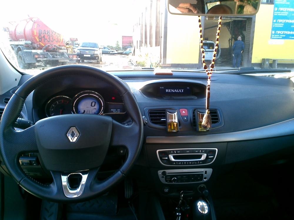 Подержанный Renault Fluence, битый состояние, бежевый , 2014 года выпуска, цена 350 000 руб. в ао. Ханты-Мансийском Автономном округе - Югре