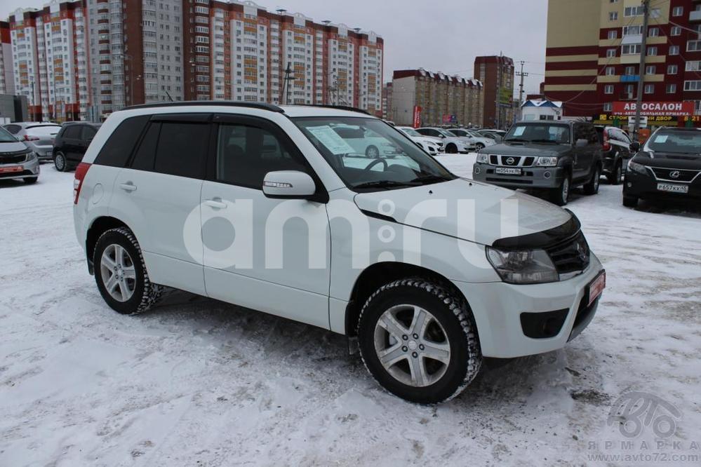 Suzuki Grand Vitara с пробегом, белый , отличное состояние, 2012 года выпуска, цена 899 000 руб. в автосалоне Автомобильная Ярмарка (Тюмень, ул. Пермякова, д. 85)