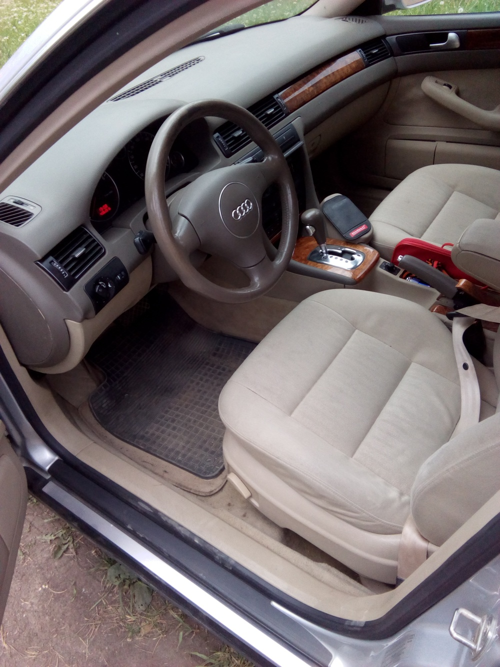 Подержанный Audi A6, хорошее состояние, серебряный металлик, 2004 года выпуска, цена 320 000 руб. в Челябинской области