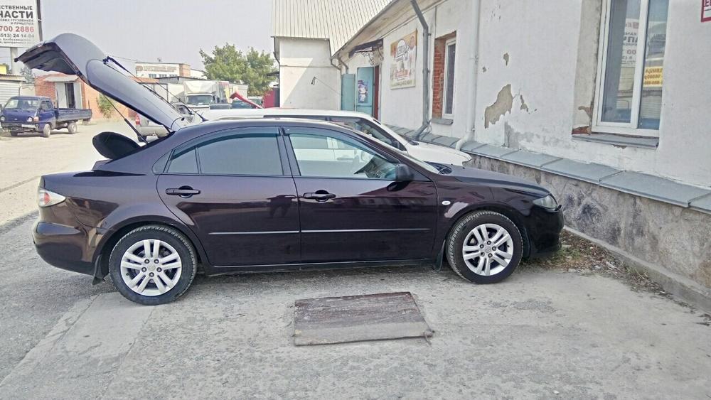 Подержанный Mazda 6, хорошее состояние, бордовый , 2006 года выпуска, цена 360 000 руб. в Челябинской области