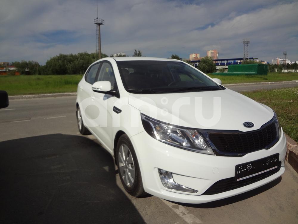 Подержанный Kia Rio, отличное состояние, белый , 2014 года выпуска, цена 610 000 руб. в ао. Ханты-Мансийском Автономном округе - Югре
