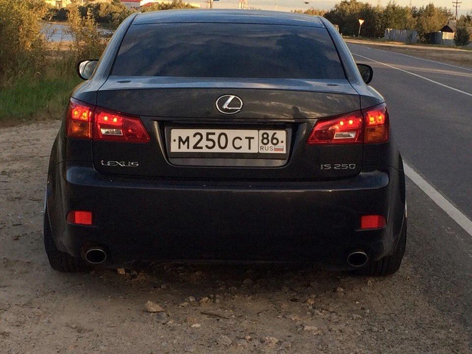 Подержанный Lexus IS, отличное состояние, мокрый асфальт , 2008 года выпуска, цена 800 000 руб. в ао. Ханты-Мансийском Автономном округе - Югре