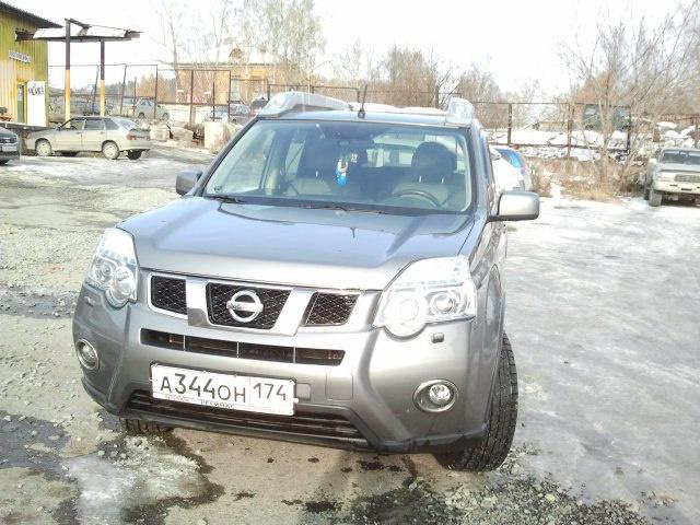 Подержанный Nissan X-Trail, отличное состояние, серый , 2012 года выпуска, цена 950 000 руб. в Челябинской области