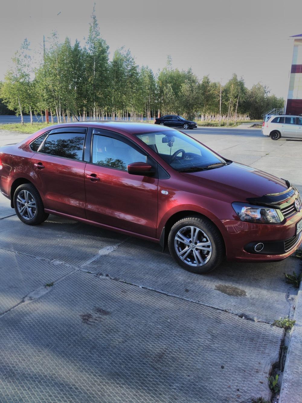 Подержанный Volkswagen Polo, отличное состояние, бордовый металлик, 2013 года выпуска, цена 570 000 руб. в ао. Ханты-Мансийском Автономном округе - Югре