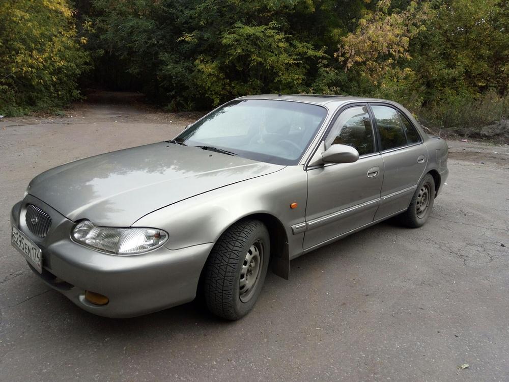Подержанный Hyundai Sonata, хорошее состояние, серебряный , 1998 года выпуска, цена 120 000 руб. в Челябинской области