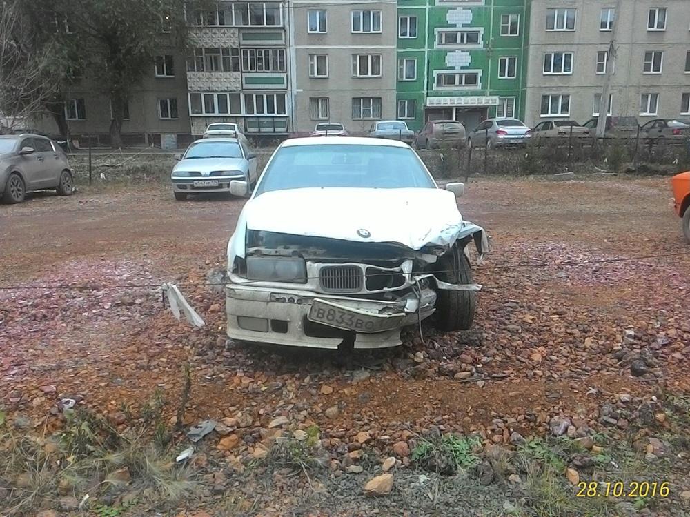 Подержанный BMW 3 серия, битый состояние, белый , 1995 года выпуска, цена 70 000 руб. в Челябинской области