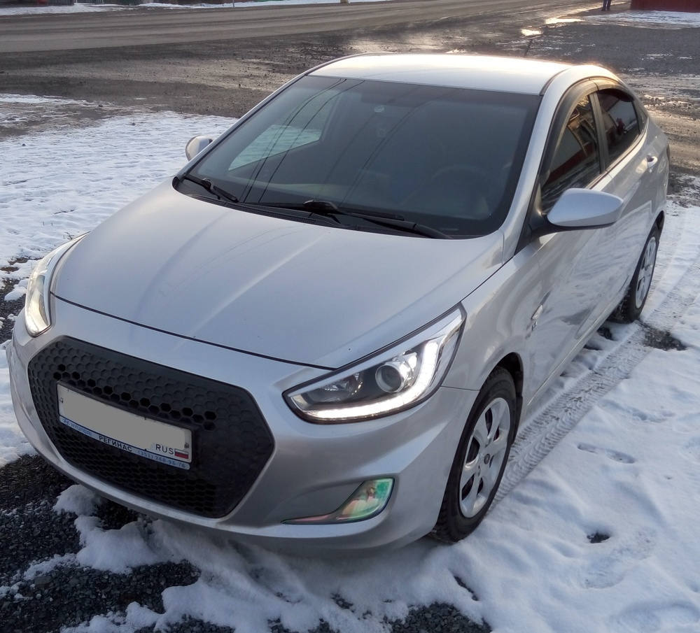 Подержанный Hyundai Solaris, хорошее состояние, серебряный металлик, 2013 года выпуска, цена 460 000 руб. в Челябинской области