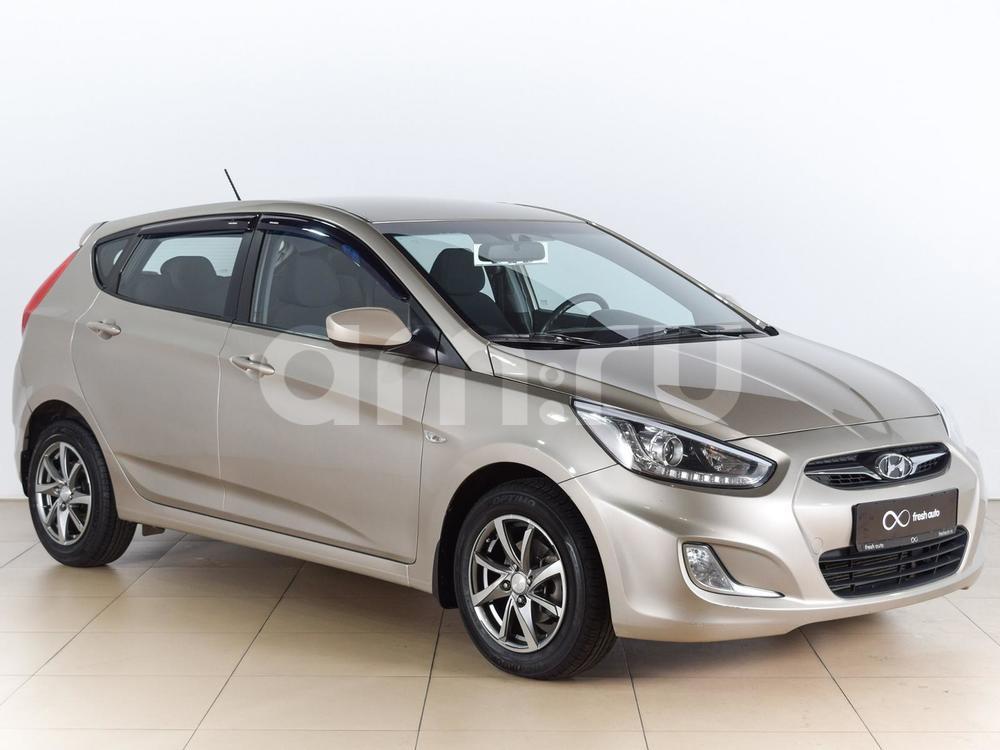 Hyundai Solaris с пробегом, бежевый металлик, отличное состояние, 2013 года выпуска, цена 499 000 руб. в автосалоне  ()