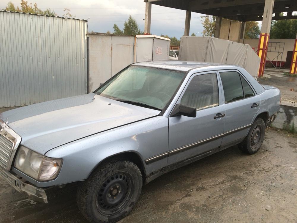 Подержанный Mercedes-Benz E-Класс, среднее состояние, голубой , 1990 года выпуска, цена 50 000 руб. в Челябинской области