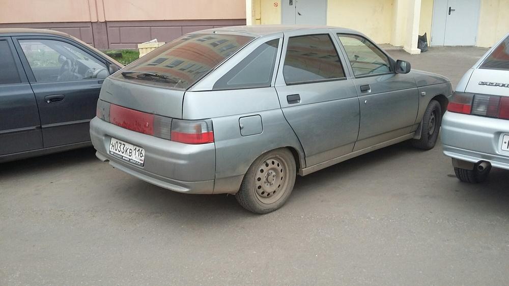 Подержанный ВАЗ (Lada) 2112, хорошее состояние, мокрый асфальт , 2006 года выпуска, цена 115 000 руб. в республике Татарстане